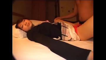 หนังxเด็กนักเรียนเรียนมาหนักกลับมาถึงหลับเป็นตาย โดนพี่ชายลักหลับเอาควยถูหีจนน้ำหีไหลเยิ้ม