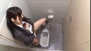 ช่วยคลายเสียวให้สาวม.ปลายขี้เงี่ยน สาวน้อยม.ปลายติ้วหอยตัวเองในห้องน้ำครูผ่านมาเห็นเลยจับซอยจนน้ำแตก